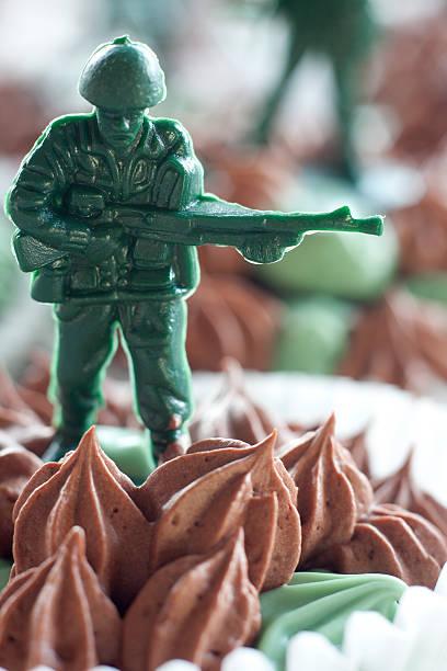 cupcake battlefield - marinekuchen stock-fotos und bilder