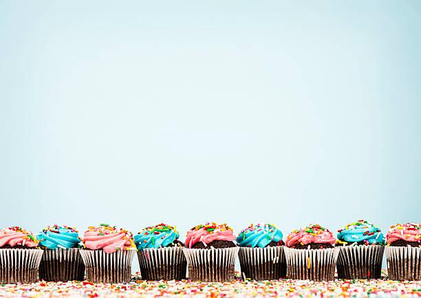 cupcake bordo - cupcake foto e immagini stock