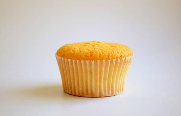 - cupcake - vanille muffins stock-fotos und bilder