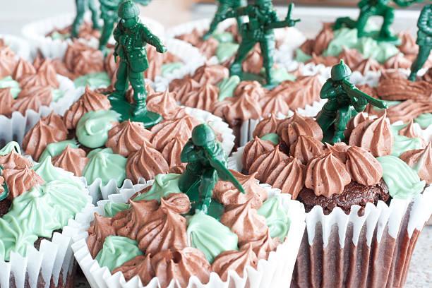 cupcake strikeforce - marinekuchen stock-fotos und bilder