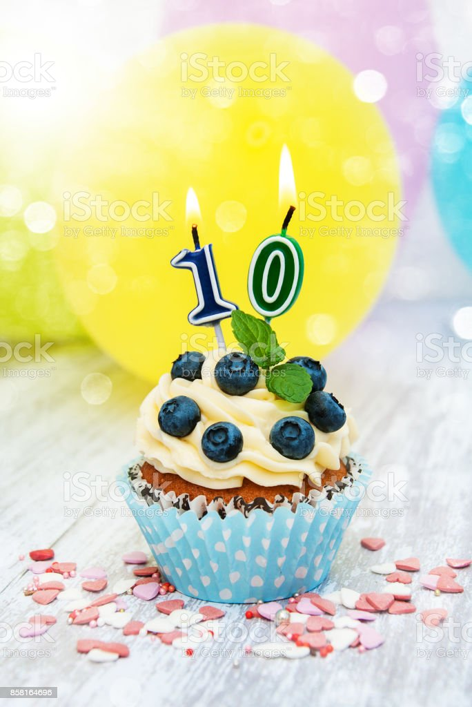 Cupcake with a numeral ten candle – zdjęcie