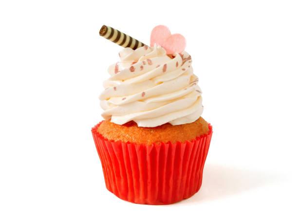 cupcake mit buttercreme zuckerguss - vanille muffins stock-fotos und bilder