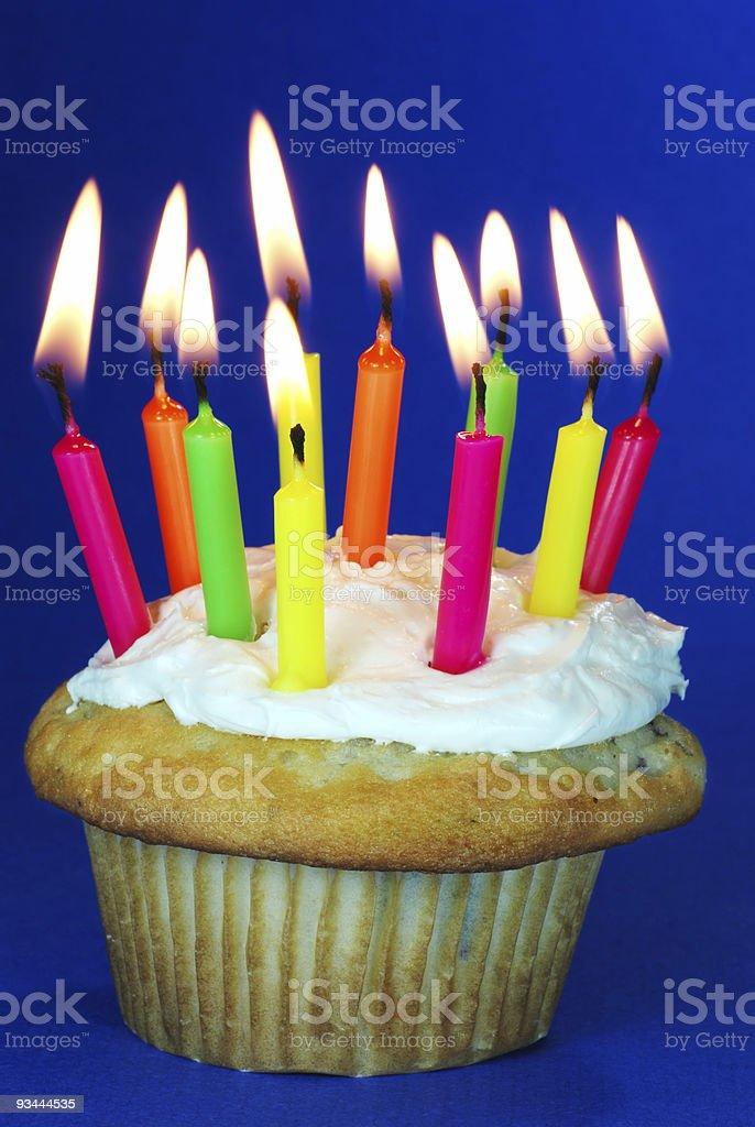 Cupcake mit vielen Kerzen Lizenzfreies stock-foto