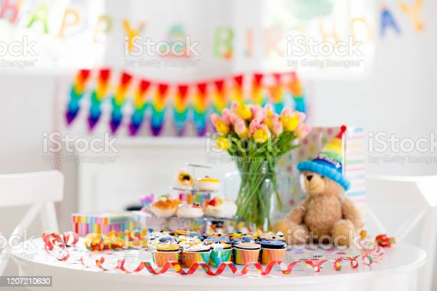 Cupcakes for kids birthday child jungle party picture id1207210630?b=1&k=6&m=1207210630&s=612x612&h=r0ot5rwgmxnbspjeztr4fhaci7vnnswcgm9rwz0qsko=