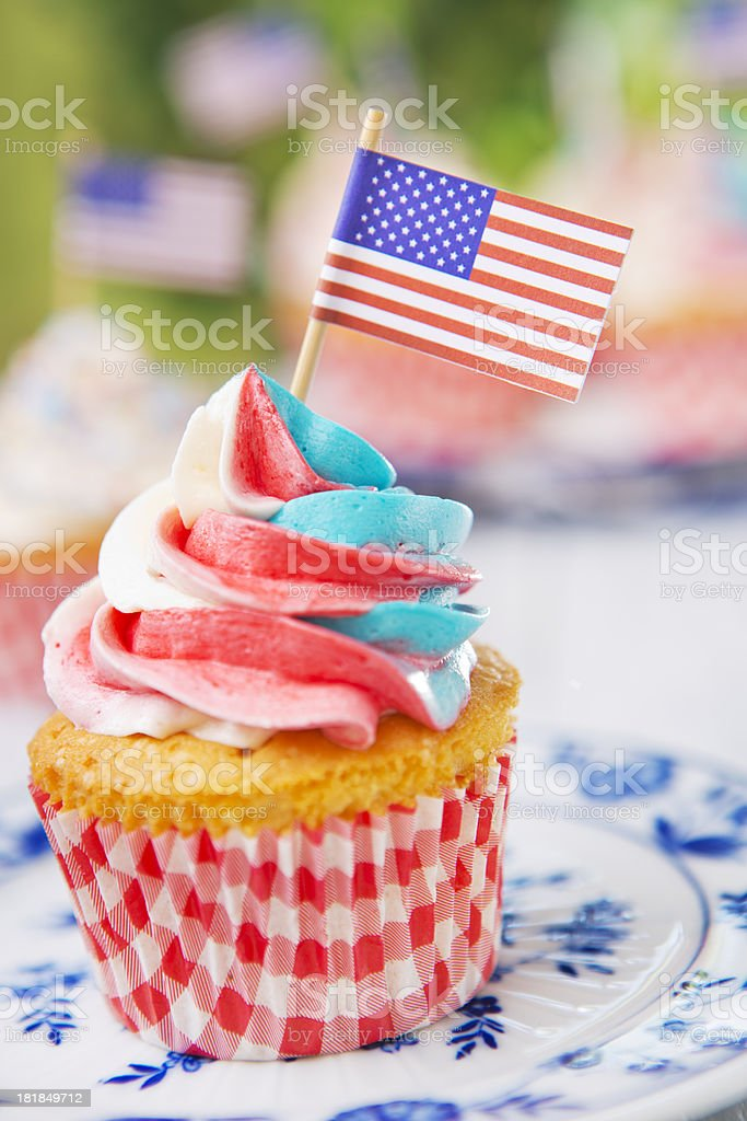 410af977a55 Cupcakes With Redwhiteandblue Frosting And American Flags On Outdoor ...