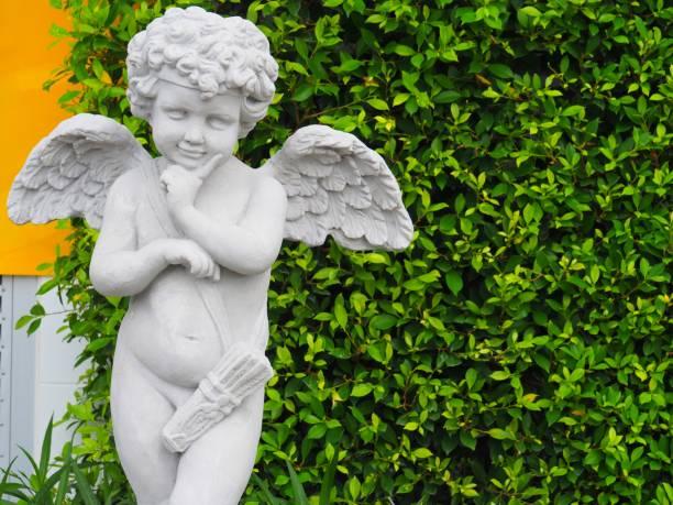 Estatua de Cupido - foto de stock