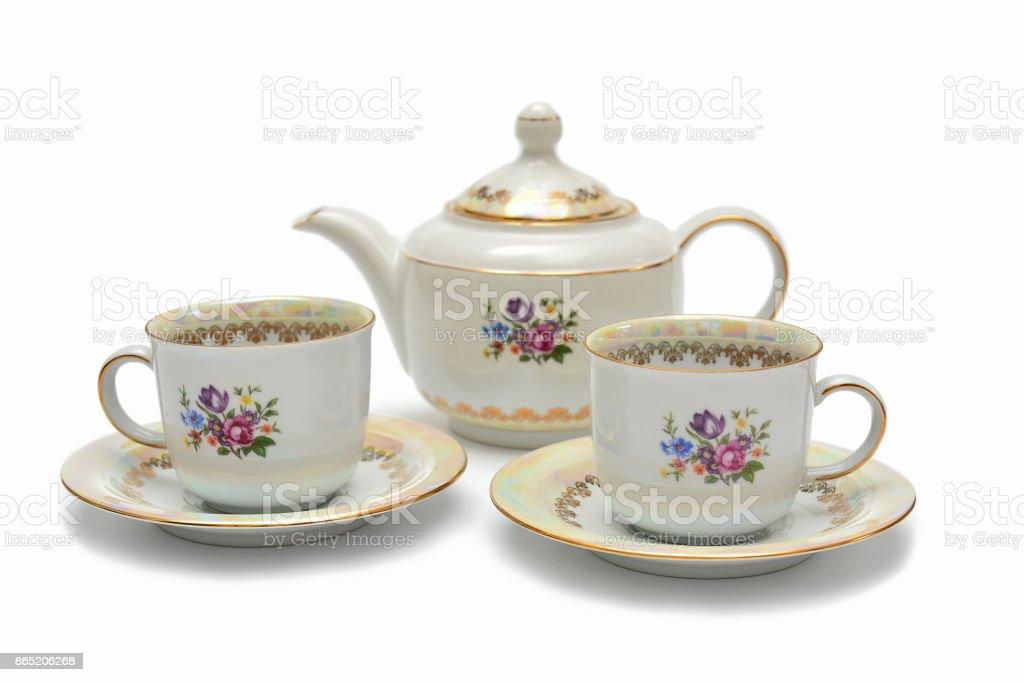Tassen und Untertassen, Tee-Set auf weißem Hintergrund – Foto