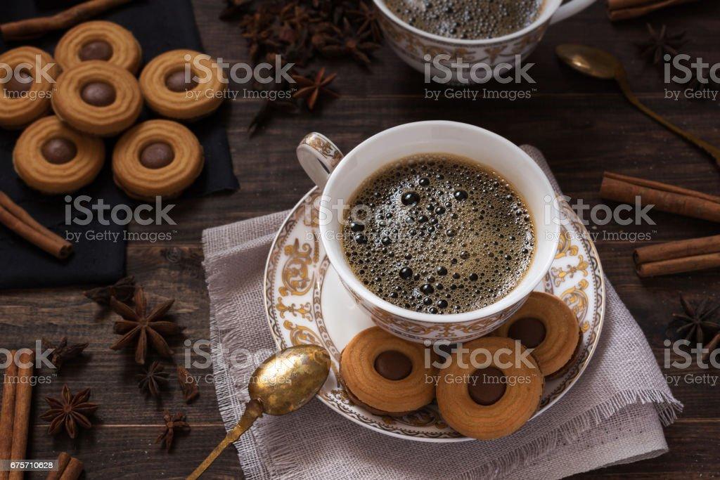 杯咖啡與巧克力餅乾 免版稅 stock photo
