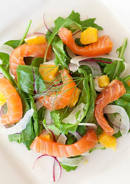 Geräucherter Lachs & Salat mit Fenchel und Orangen – Foto