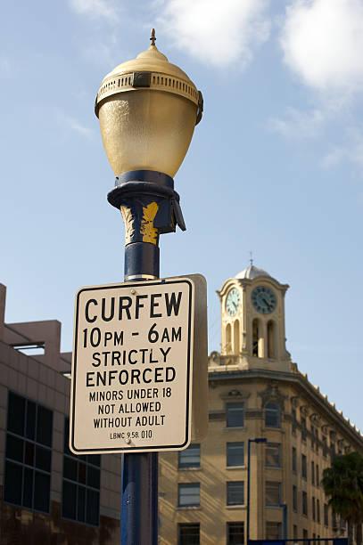 curfew for minors - avondklok stockfoto's en -beelden