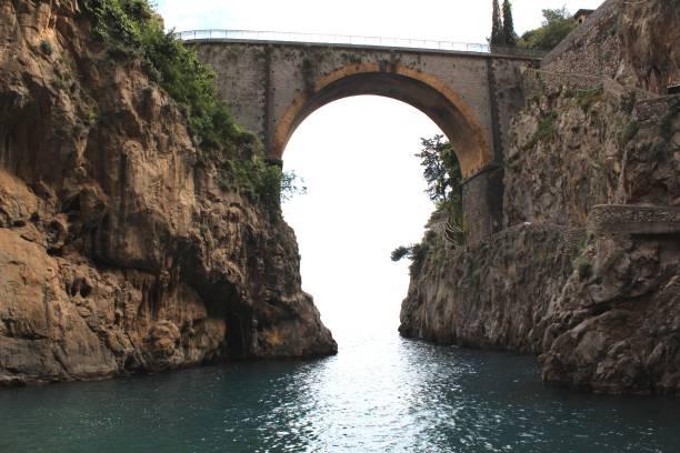 Playa curiosa en la costa de Amalfi - foto de stock