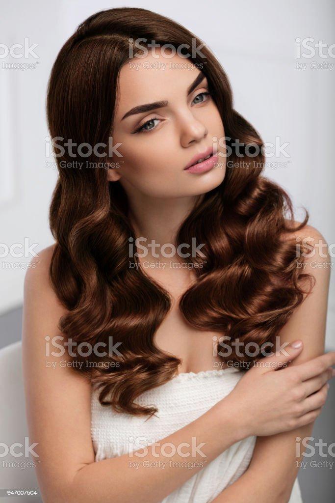 Estilo de pelo largo y ondulado