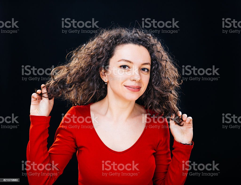 Curly hair woman with hands on the hair photo libre de droits
