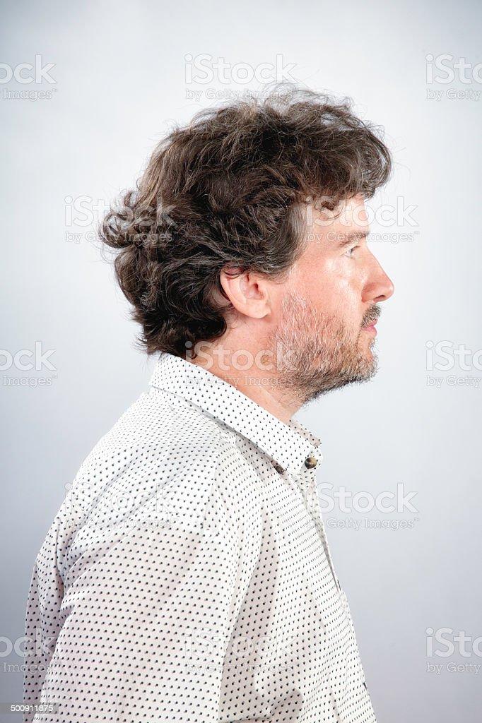 Pelo rizado barbudo hombre maduro real perfil foto de stock libre de  derechos 48ab3dda801