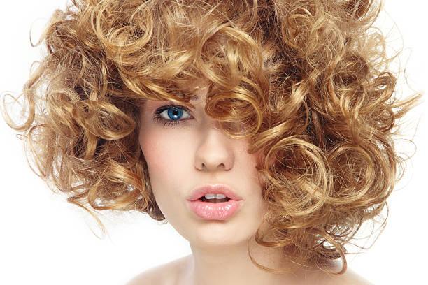 curly frisur - dauerwelle stock-fotos und bilder