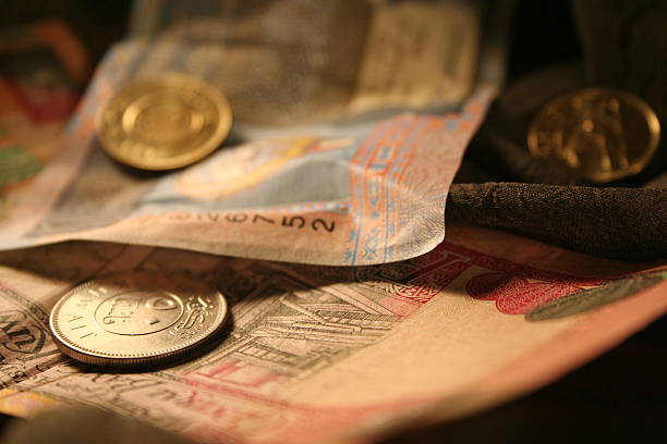 currencies of kuwait - kuwait currency stock photos and pictures