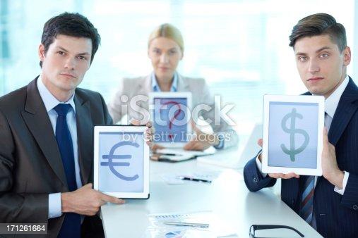 928855610istockphoto Currency presentation 171261664