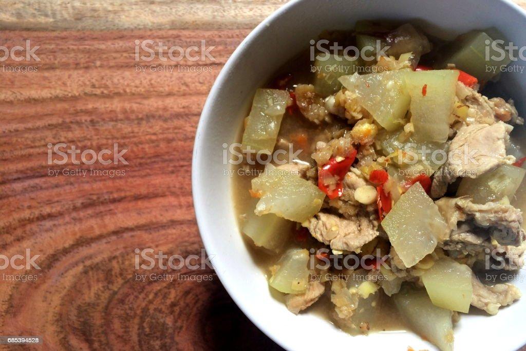 Curry de cerdo con recipiente de melon.on de invierno. foto de stock libre de derechos