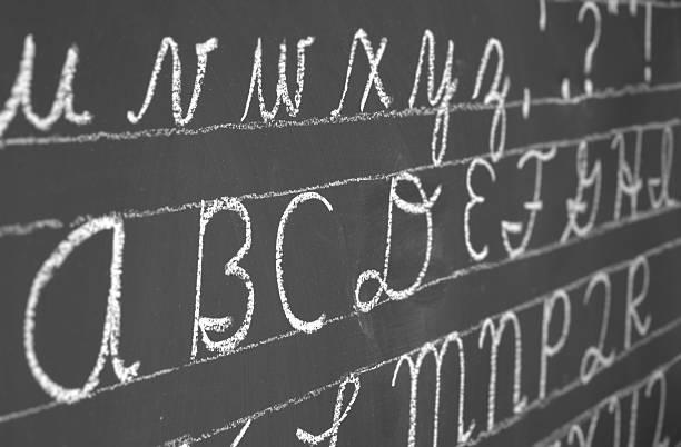 kursiv alphabet - kreide schriftzüge stock-fotos und bilder