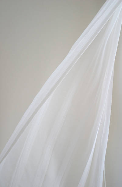 vorhang in breeze - gardinen weiß stock-fotos und bilder