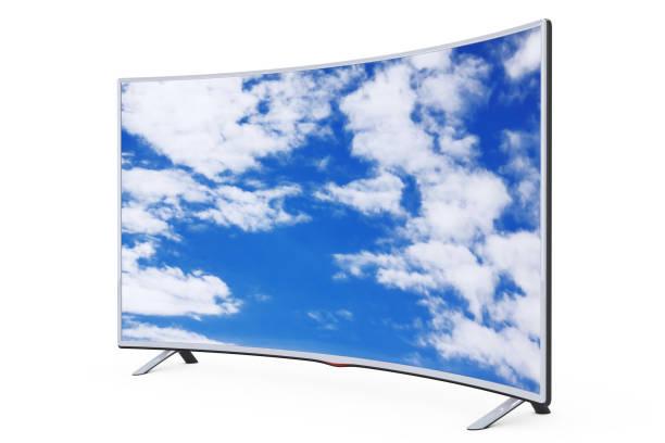 gebogene intelligente lcd-plasma-fernseher oder monitor mit blick in den himmel. 3d rendering - desktop hintergrund hd stock-fotos und bilder