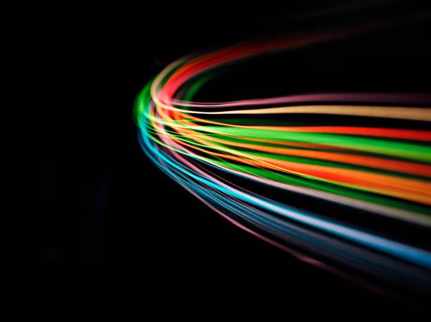 courbes de lumières de couleur sur noir - convexe photos et images de collection