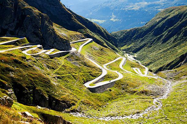 Curves of St. Gotthard-pass – Foto