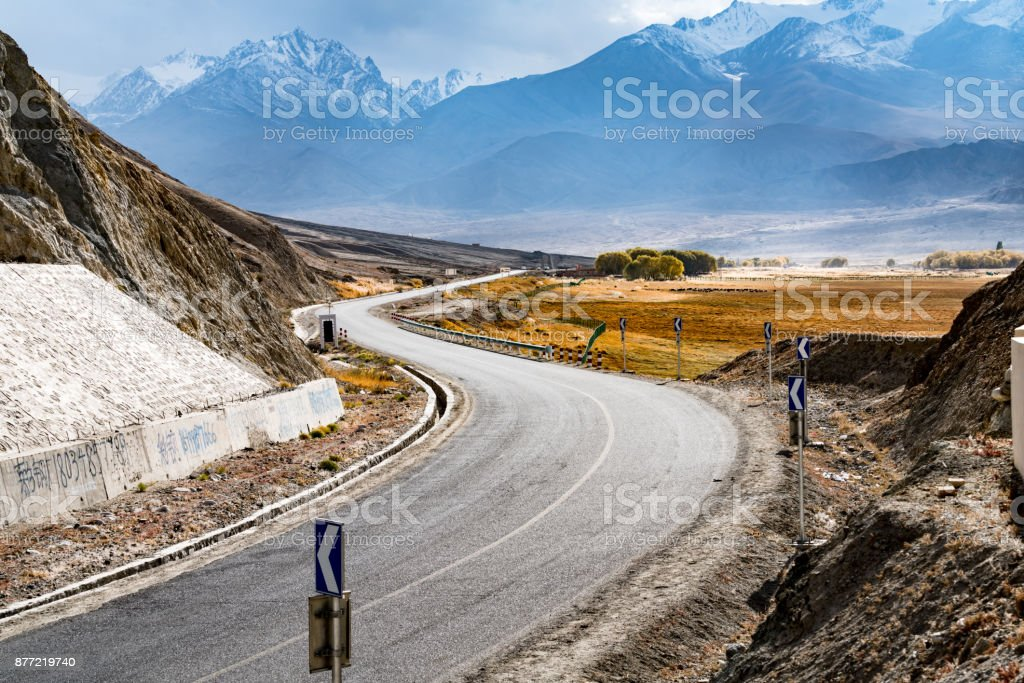 Curvy road to Kunlun Mountain, Xinjiang Province stock photo