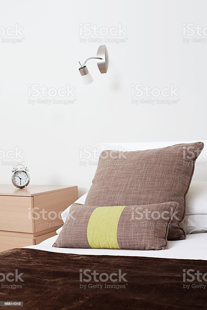 Cushions on bed royalty free stockfoto