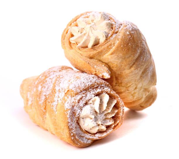 pudding-röhren mit creme gefüllt - vanille muffins stock-fotos und bilder