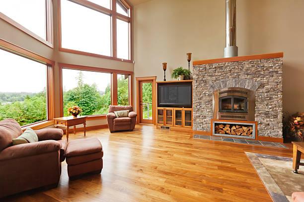 individuelle home interior aus massivem walnussholz etage - große wohnzimmer stock-fotos und bilder