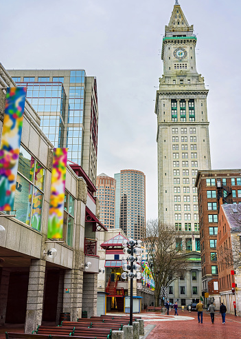 Foto De Custom House Tower And Faneuil Hall Marketplace At Downtown Boston E Mais Fotos De Stock De Alasca Estado Dos Eua Istock