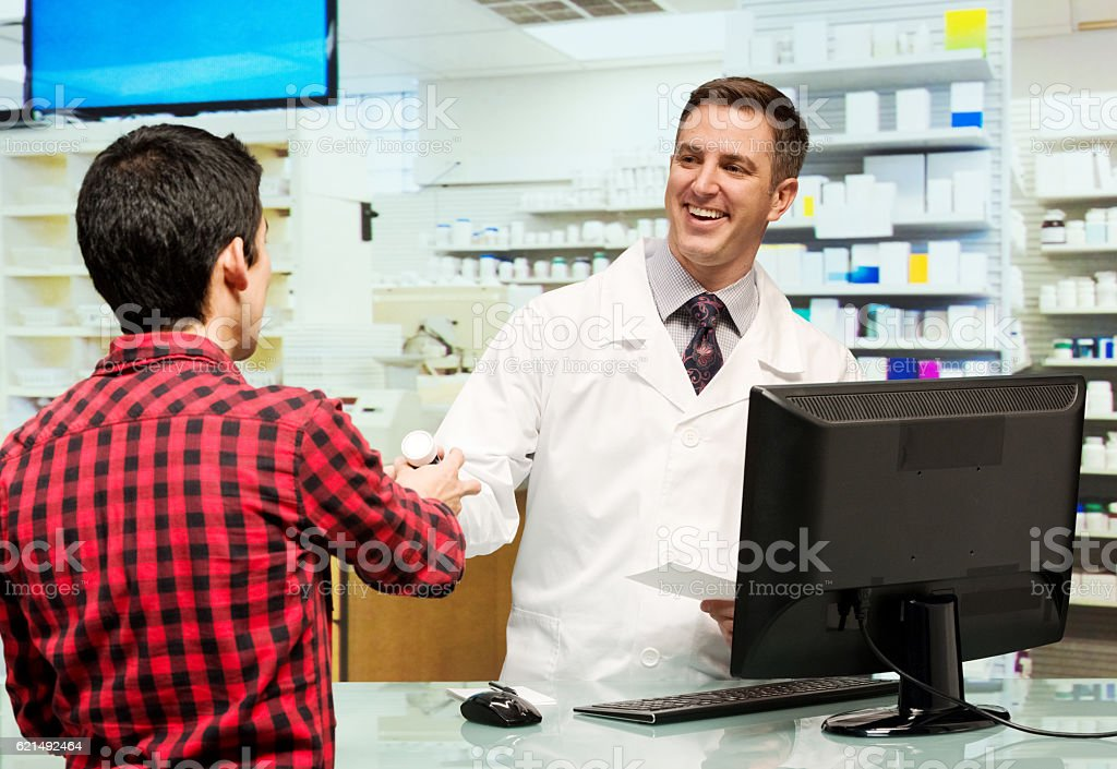 Customer at drug store with the pharmacist Lizenzfreies stock-foto