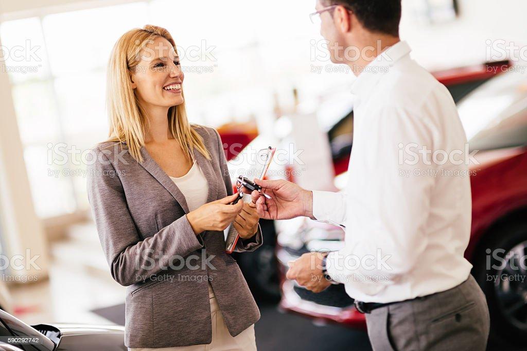Customer buying a car at dealership Стоковые фото Стоковая фотография