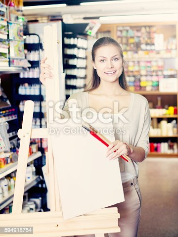 594918592 istock photo Customer holding canvas and easel 594918754