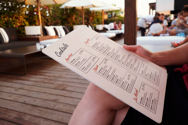"barcelona - july 29, 2016: customer holds la isabela hotel""u2019s rooftop bar menu, mid section - 餐牌 個照片及圖片檔"