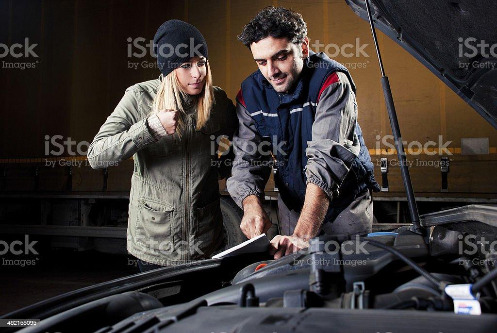Kunde ist wütend gegen die Mechaniker – Foto