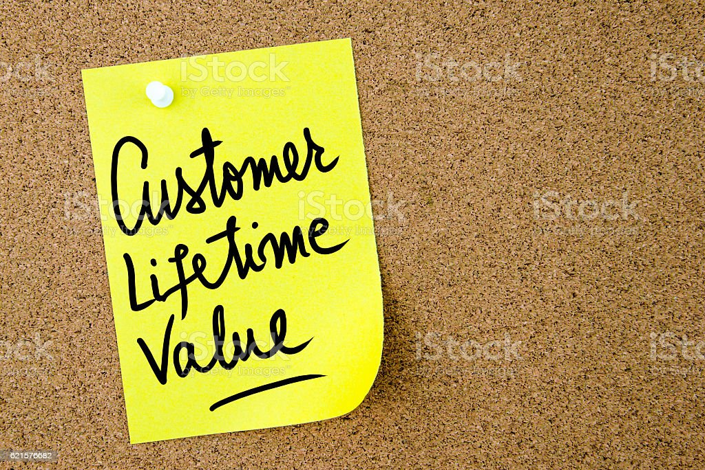 Customer Lifetime Value text written on yellow paper note photo libre de droits