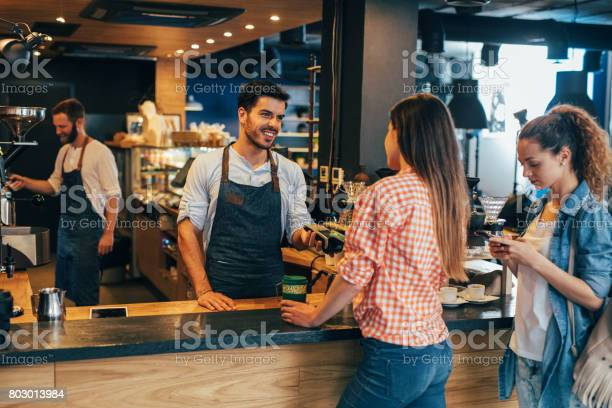 Customer making a contactless payment picture id803013984?b=1&k=6&m=803013984&s=612x612&h=x5uwiwfgu85bubbblqf8xyruqsjafyafpcta8expnpm=