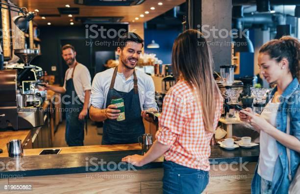 Customer making a contactless payment picture id819650862?b=1&k=6&m=819650862&s=612x612&h=3x8lrdzdsnjuwqfd 2rakhlzti7wvsholpxvd xnbhm=
