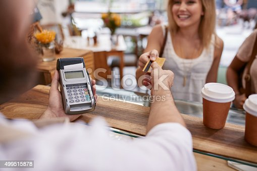 istock Customer paying at a cafe with credit card 499515878