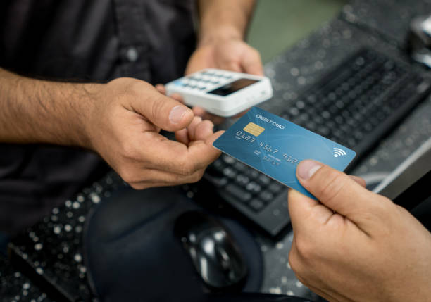 customer paying by card at a store - paying with card contactless imagens e fotografias de stock