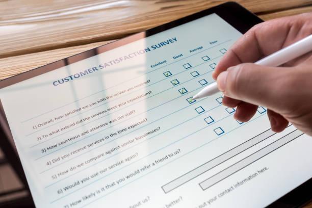 customer satisfaction electronic survey concept on digital tablet screen - perito foto e immagini stock