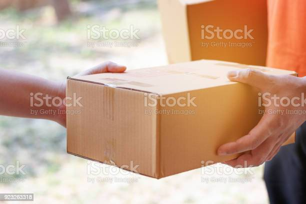 Customer signing document and receiving the parcel from delivery man picture id923263318?b=1&k=6&m=923263318&s=612x612&h=da3rftiyqyfba5gd4mwvspjyilnpjpznv6pm5gv8ms8=