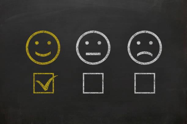 kunden umfrage feedback tafel zeichnen - kundenzufriedenheit stock-fotos und bilder