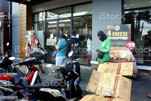 Customers wait outside of a fast food restaurant during the lockdown picture id1217515412?b=1&k=6&m=1217515412&s=612x612&h=scx3wml eqr1agu3 qi7v6sq99 ry11btelj8v1hu34=
