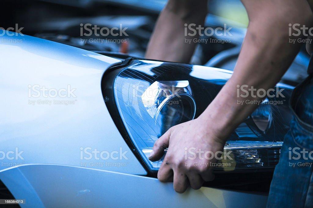 Tuningowany samochód reflektorem – zdjęcie