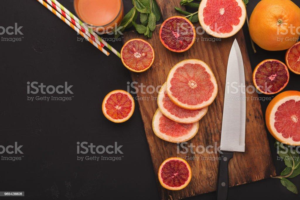 Geschnitten Sie Zitrusfrüchte, Ansicht von oben. Saftige Hintergrund - Lizenzfrei Bunt - Farbton Stock-Foto