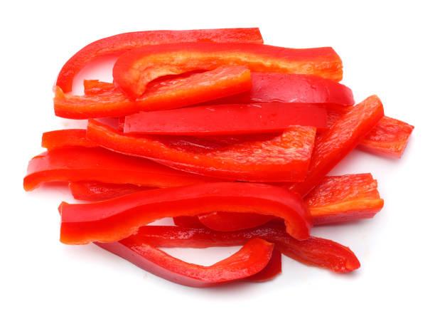 白色背景下的紅甜甜椒切片 - 紅燈籠椒 個照片及圖片檔