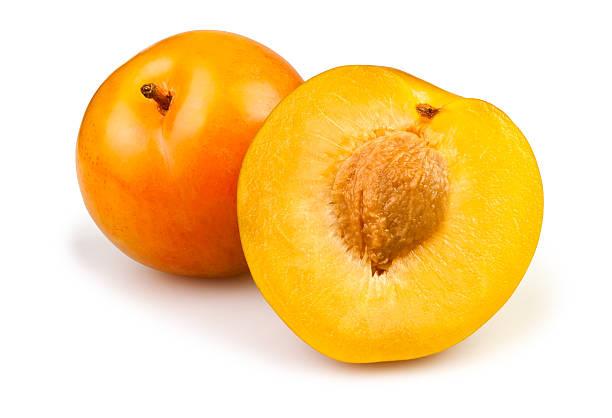 jaune prunes coupées - mirabelle photos et images de collection